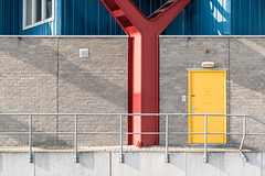 Wall (genf) Tags: wall muur red rood yellow geel blue blauw grijs grey gray beton concrete sony a99ii outdoor maxis supermarketdoor deur
