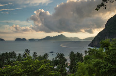 Overlooking the Bacuit Bay, Philippines (Pauline Perny) Tags: philippines palawan el nido bacuit bay island summer travel view boat ocean cloud rainyseason