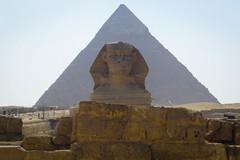 Cairo. (Livia Lopez) Tags: cairo egypt sphynx pyramid desert travel sand people ancient architecture egipto pirámide esfinge viajar desierto gente arena antiguo arquitectura monumento restos photography fotografia