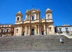 NOTO - Sicilia (cannuccia) Tags: paesaggi landscape sicilia noto chiese cattedrali scalinate religione barocco baroccosiciliano 100commentgroup scale
