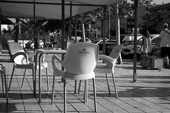 els carrers buits (pepe amestoy) Tags: blackandwhite streetphotography people elcampello spain fujifilm xe1 voigtländer color skopar 2535 vm m mount