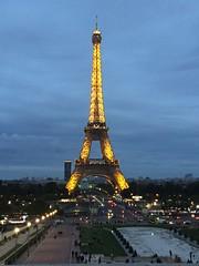 Always there, awesome .... Oh là là !!!...😍🗼 (carlesbaeza) Tags: toureiffel france francia travel viajar viatge monumento monument night noche light luces paris