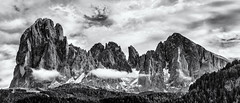 A Plethora of Details... (Ody on the mount) Tags: anlässe berge dolomiten em5ii fototour fünffingerspitze gipfel himmel langkofel langkofelgruppe mzuiko40150 omd olympus panores panorama plattkofel südtirol urlaub wolken zahnkofel bw clouds monochrome mountains sw sky pra trentinoaltoadige italien it