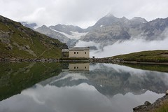 Dans les nuages (Iris_14) Tags: nature lacnoir schwarzsee zermatt valais wallis alpes montagne mountain obergabelhorn chapelle mariazumschnee reflet reflection lac lake suisse schweiz switzerland