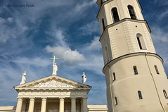 Vilnius cathedral and Bell Tower (Grzesiek.) Tags: belltower lithuania dzwonnica dzwonnicakatedry fasada architektura architecture sky niebo temple church catholicism