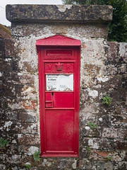 Victorian Post Box, Easton (AppleTV.1488) Tags: 5why architecturalelements berkshire cycleride dorset easton europe gbr queenvictoria sport uk unitedkingdom victorian cycling mailbox postbox newbury westberkshire england eastonlodge gb appletv1488 2017 august 14082017 14aug2017 14 appleiphone6s iphone6sbackcamera415mmf22 29mmfocallength35mm pm noflash portraitapectratio f22 ¹⁄₁₈₀₀secatf22