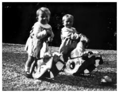 i gemelli Addo e Francesco - autunno 1936 (dindolina) Tags: photo fotografia blackandwhite bw biancoenero monochrome monocromo family famiglia vignato gemelli twins annitrenta 1930s vintage italy italia vicenza veneto thirties 1936