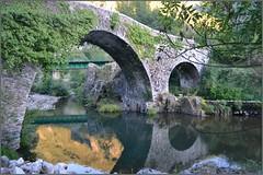 Puente romano sobre el Sil - Palacios del Sil - León (Luisa Gila Merino) Tags: puente agua reflejos atardecer vegetación airelibre paisaje ríosil arco arquitectura provinciadeleón