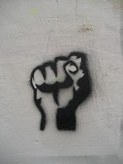 Annyme (emilyD98) Tags: street art insolite urban exploration rue city ville anonyme artist artiste urbain urbaine mur wall pochoir stencil paris poing main hand