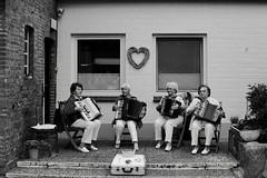 Girl group with heart ... (Testlicht) Tags: music bw acros föhr x100f fuji