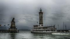 A l'aventure... (Fred&rique) Tags: lumixfz1000 photoshop raw hdr port bateau allemagne bodensee lindau phare lion ciel nuages pluie