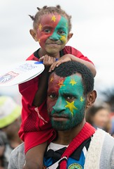 dad and daughterwith painted faces (kthustler) Tags: goroka singsing papuanewguinea tribes huliwigmen mudmen