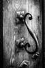 TOC TOC!! (Juancdieguez | Photography - Madrid (ES) -) Tags: bw rural arquitectura detallearquitectónico medieval europa aldaba materialdeconstrucción hierro pedraza objetos puerta segovia españa castillayleón es