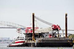 r_170921405_beat0057_a (Mitch Waxman) Tags: crane killvankull newyorkcity newyorkharbor statenisland tugboat newyork