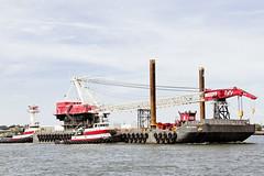 r_170921422_beat0057_a (Mitch Waxman) Tags: crane killvankull newyorkcity newyorkharbor statenisland tugboat newyork