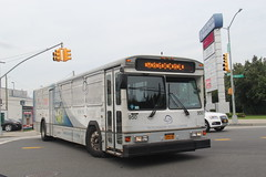 IMG_2613 (GojiMet86) Tags: white plains company sound transit nyc new york city bus buses 1999 gillig phantom 950 9060 hutchinson metro center shuttle waters place marconi street 15gcd2117x1089616
