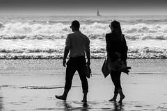 """""""Se laisser bercer par le bruit des vagues"""" ... (B.Guilbaud) Tags: beacheslandscapes vagues océan embruns sable plage borddemer automne photonoirblanc vendée saintgillescroixdevie famille sérénité bonheurpartagé"""