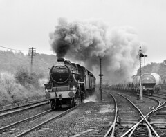 44932 storms past Earles Sidings, Hope. (johncheckley) Tags: uksteam passengertrain clag black5
