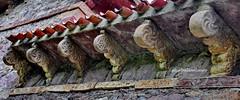 548 – Modillones - Iglesia Santa María de Lebeña (Cantabria) - Spain. (ELCABALLOALVARO) Tags: modillones modillon iglesia church maria lebeña lebena cantabria spain romanico roman romanesque elcaballoalvaro arte art liebana picosdeeuropa mozarabe mozarabic modillions lobulos lobes simbologia geometrico geometric canecillos arenisca sandstone colores colors canteras quarries nave altar arcos arches cillorigo monumento monument nacional national tejado roof hermida