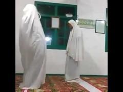 Ini cara shalat yang salah. (Haram ditiru) (nusantara_fahri) Tags: ini cara shalat yang salah haram ditiru