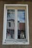 Zaungäste am Fenster (Sockenhummel) Tags: fenster rüdersdorf spiegelbild spiegelung xt10 window derkleinemaulwurf haus figur spielzeug fuji