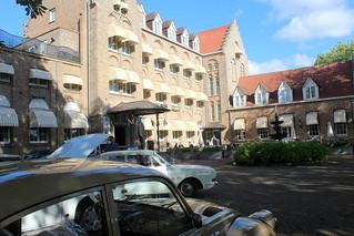 At Hotel 'De Dikke van Dale'
