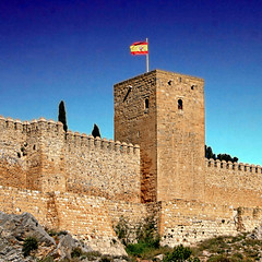 Alcazaba de Antequera, España (pom.angers) Tags: canoneos400ddigital 2017 april spain andalusia europeanunion 100 150 200 300 castle flag 500
