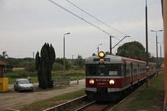 PR EN57-1456 , Bukowina Sycowska train station 02.10.2017 (szogun000) Tags: bukowinasycowska poland polska railroad railway rail pkp station ezt emu set en57 en571456 pr przewozyregionalne train pociąg поезд treno tren trem passenger commuter regio 615232 d29355 dolnośląskie dolnyśląsk lowersilesia canon canoneos550d canonefs18135mmf3556is