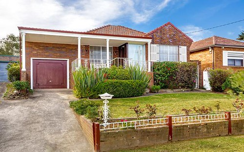 4 Wyatt Av, Earlwood NSW 2206