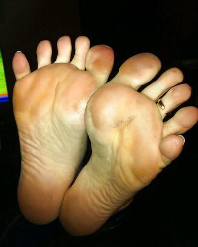 Feet Soles Girl Feet Soles Toes Wrinkled Toering