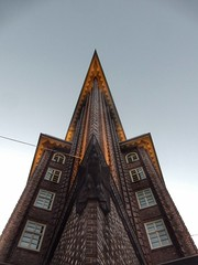 Chilehaus (sander_sloots) Tags: chilehaus hamburg brick expressionism backsteinexpressionismus amsterdamse school facade façade sky amsterdam baksteenarchitectuur gebouw unesco