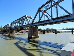 Murray Bridge.The three spans of the 1925 railway bridge. Beyond is the original road and rail bridge which was compelted in 1880.