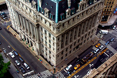 Busy life in NYC. (gilmavargas) Tags: ohnywknd ohny nyc municipalbuilding court street citylife architecture building edificios arquitectura