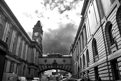 Birmingham Museum and Art Gallery (Manoo Mistry) Tags: nikon nikond5500 tamron tamron18270mmzoomlens birmingham birminghampostandmail birminghamuk england englanduk westmidlands birminghammuseum artgallery museumandartgallery birminghammuseumandartgallery blackandwhite blackwhite monochrome clock clocktower oldclock