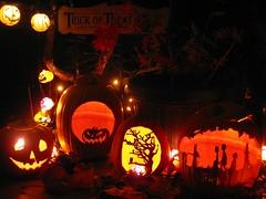 2017_4893R (Michael.C.G) Tags: halloween decorations october saanich elmst jackolanterns 2017 vancouverisland