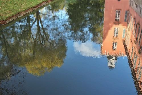 Spiegelungen Schloss Kalkum in Düsseldorf