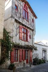 Ile de Ré (PierreG_09) Tags: aquitainenouvelle ilederé saintmartinderé porte portail citadelle vauban patrimoinemondialdelhumanité maisonditedelavinatrie colombage