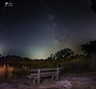 Le stelle sono buchi nel cielo da cui filtra la luce dell'infinito.