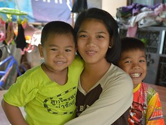 cute siblings (the foreign photographer - ฝรั่งถ่) Tags: three children two boys girl khlong thanon portraits bangkhen bangkok thailand nikon d4300