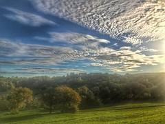 Sonnenaufgang über Reicheneck (Blende2,8) Tags: bäume wiesen streuobstwiesen wolken himmel himmelwolken reicheneck badenwürttemberg deutschland iphone
