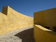 Peniche_e-m10_1018271368 (Torben*) Tags: rawtherapee olympusomdem10 olympusm17mmf18 portugal peniche urlaub vacation festung fortress fortalezadepeniche mauer wall gelb yellow schatten shadow