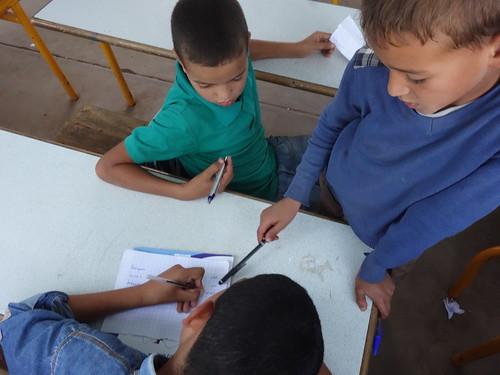 Les élèves entrain de travailler sur leur présentation