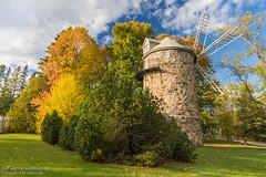 Le vieux moulin / The Old Windmill (Pierre Lemieux) Tags: villedequébec québec canada ca moulin parcdesmoulins automne fall sky bleu windmill