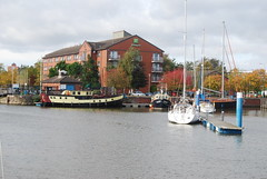 Humber Marina in Autumn (Halliwell_Michael ## sorry very slow at the moment) Tags: hull eastyorkshire nikond40x 2017 autumn humbermarina boats boat landscapes water autumncolour city cities