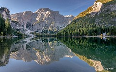 Dolomiti - lago di Braies (Luigi Alesi) Tags: braies dolomiti italia italy alto adige sudtirol bolzano bozen alta pusteria pustertal lago lake specchio riflesso reflection mirror croda del becco dolomites dolomiten autunno fall autumn montagna mountain patrimonio dellumanità unesco nikon d7100 raw tokina 1228