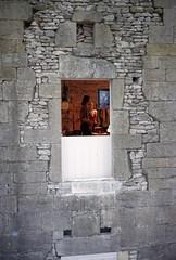 Cluny (Saône et Loire) (Cletus Awreetus) Tags: france bourgogne saôneetloire cluny architecture fenêtre pierre