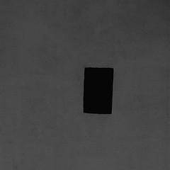 sub umbra floreo (caeciliametella) Tags: trapani sicily mediterranean mediterraneo sicilia black white bn bw palazzo palace angles square quadrato 11 abstract astratto urban urbano lorrainekerr caeciliametella subumbrafloreo wall mura grille vent angolo corner shadow ombra