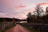 _O5A4905_1080h (cls-70) Tags: stensjöby oskarshamn grusväg gravelroad höst autumn gärdesgård polefence moln clouds skymning dusk sjö lake