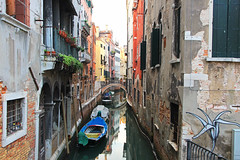 Venetian Waterway (Martyn.Smith.) Tags: venice italy sanmarco canal waterway passage boats appartments canon eos 700d flickr image photo grafitti decay canals venetian venezia bridges waterways water lagoon photography