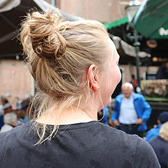 2017 Jubileum Festival (Steenvoorde Leen - 13.8 ml views) Tags: 2017 amersfoort jubileum festival eemvaarders groenmarkt smartlap smartlappenfestival chantykoor people mensen publiek korenmiddag koren paardenstaart ponytail pferdeschwanz fest festspiele singing zingen torch song chantyfestival shantyfestival shanty chanty folkmuziek folkmusic music muziek levenslied visitors bezoekers shantykoor coladecabello quedecheval horsetail equiseto schachtenhalm hastvans